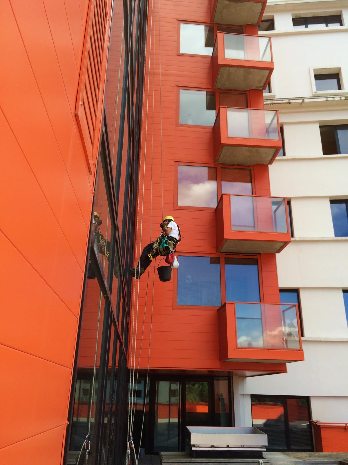 Comment nettoyer la facade d une maison contraste avant for Nettoyer une facade a l eau de javel